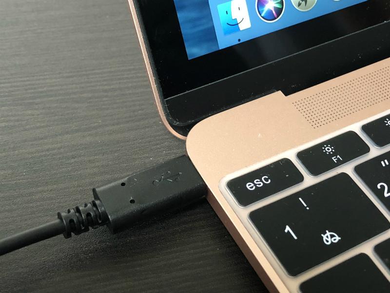 Macbookをモバイルバッテリーで充電できるのか、Type-CのUSBケーブルを購入してきた。