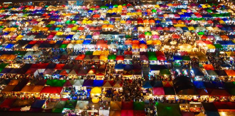 バンコクでの最後の予定 ラチャダーナイトマーケット(タラート・ロットファイ・ラチャダー)と家系ラーメン