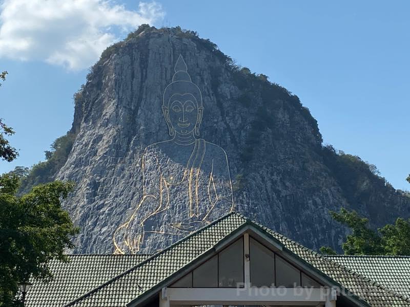 パタヤ北バスターミナルへ移動 カオシーチャン大仏壁画
