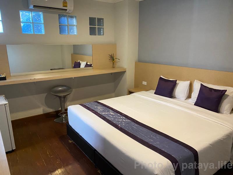 バンコクのホテル ICONSIAM(アイコンサイアム)の近くのザ ステップ サソーン(The Step Sathon)スーペリア キングルーム 窓なし